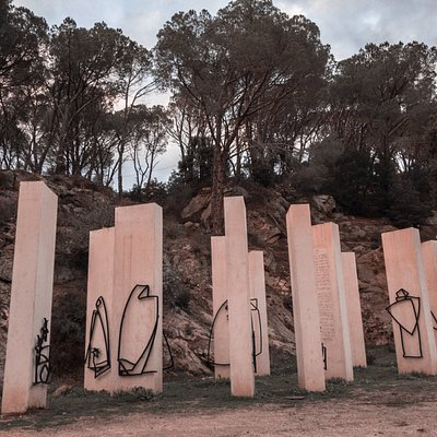 The white monoliths with their metal figures