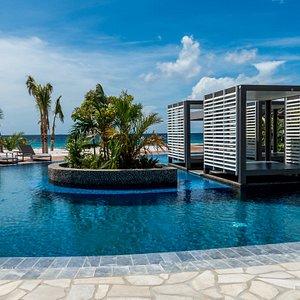 Magna pool with cabana's