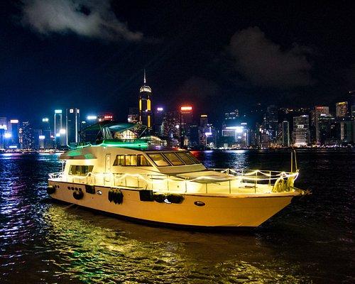 OceanGoGo Luxury Yacht in Victoria Harbour