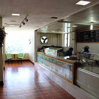 Restaurant - American cuisine, ice cream, and coffee available