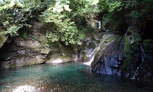 第三通洞横の綺麗な滝