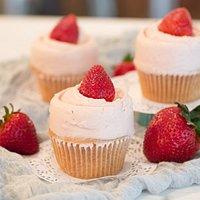 Strawberry Cupcake with Strawberry Meringue Buttercream
