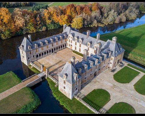 Domaine du château Le Rocher Portail : visites, jardins, jeux pour enfants, boutique, randonnée