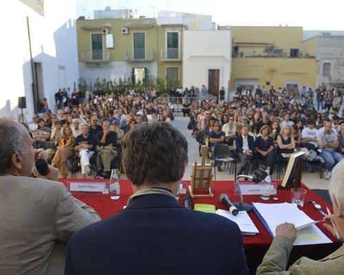 Conferenza in terrazza per I DIALOGHI DI TRANI