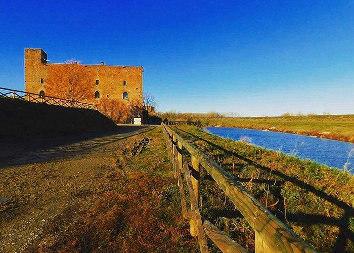 Il Castello   visto dalla Diga