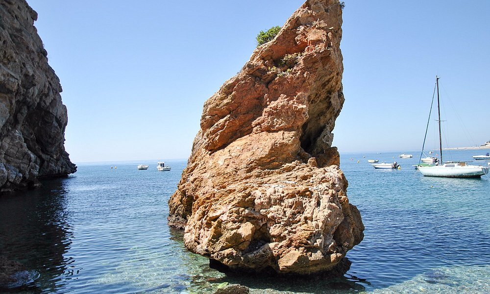 aguas hermosas y transparentes , único inconveniente, las piedras