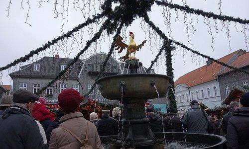 Goslarer Adler mir Weihnachtsmütze