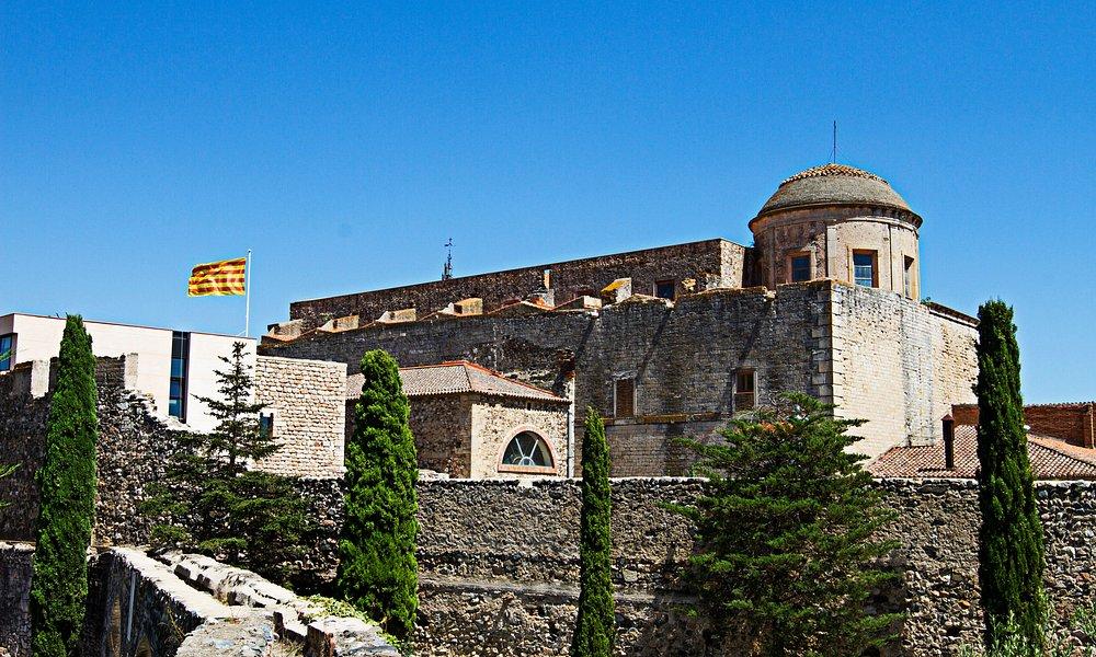El Castell del Paborde (esquerra) i Església de Sant Andreu (dreta)