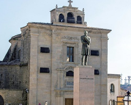 памятник и Церковь