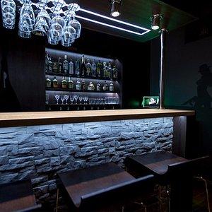 Escape bar