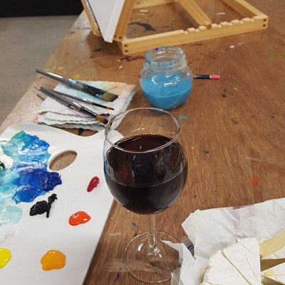Painting, sipping, nibbling at the Art Hub in Caloundra