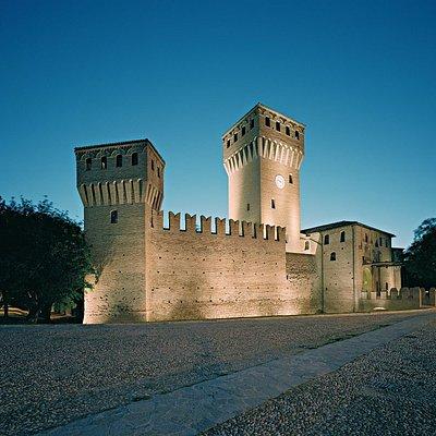 Il Castello da Piazza Calcagnini. Foto di Alberto Bertolani.
