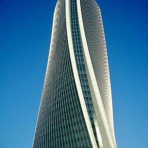 Le linee di Torre Hadid
