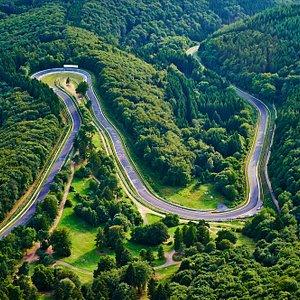 Der legendäre Nürburgring ist mit mehr als 25 Kilometern die längste Rennstrecke der Welt.