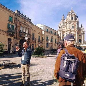 Expert-led walking tour in Ragusa Ibla with Paolo