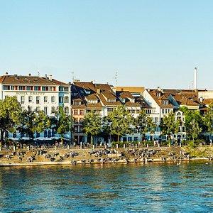 Hotel Aussenansicht Rheinbord