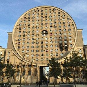 round building ! Weird !