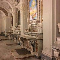 Navatella laterale destra con altari