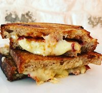 Grilled cheese & caramelised onion sandwich