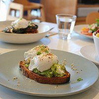 Smashed avocado w/ poached eggs
