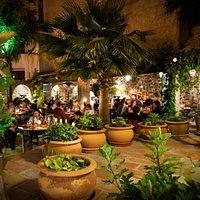 El Jardin del Califa noche