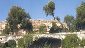 una delle grotte di giorno