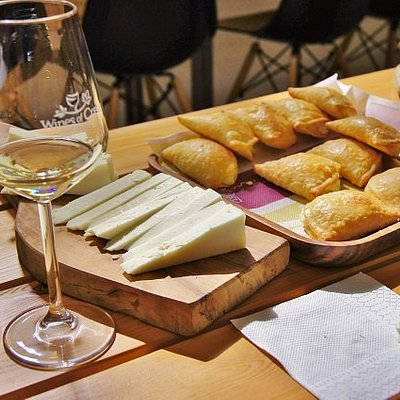 wine tasting with local products