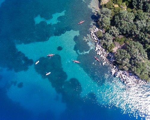 Επίσκεψη για μία βουτιά στα καταγάλανα νερά, στο μικρό νησάκι Χελώνη