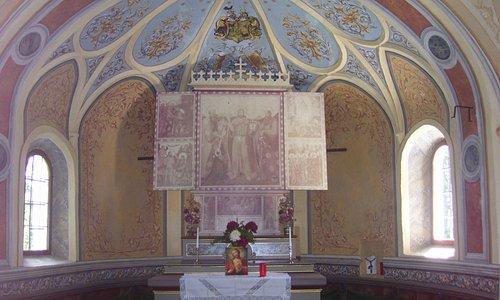 Foto dell'interno della Cappella di Bagni