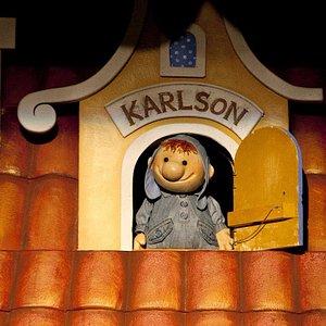 Фотография со спектакля для детей «Карлсон, который живет на крыше»