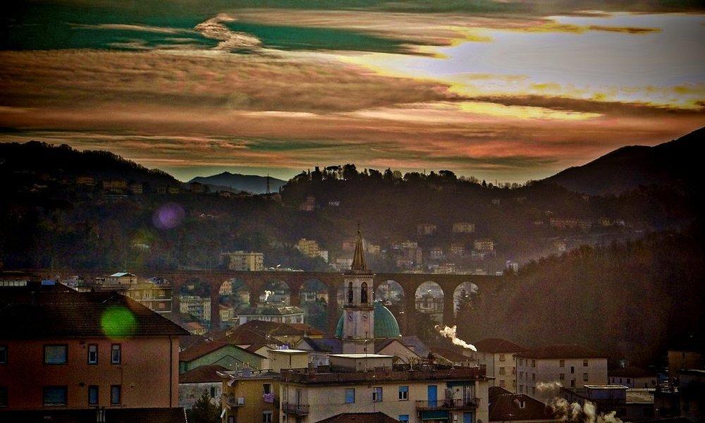 """Panorama di Campomorone e dei """"Ponti Nuovi"""" al mattino"""