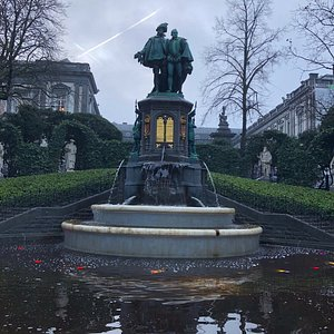 Egmont and Hornes Fountain and pool