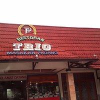 The Restorant is opposite the Whiz Prime Hotel Pajajaran Bogor, big free parking space.