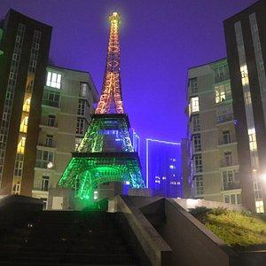 Эйфелева башня Киев