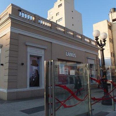 Fachada del Centro Cultural Leonardo Favio, Museo de arte contemporáneo de Lanús Bs. As., Argent