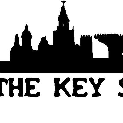 Nuestro logo con el Skyline de Sevilla.