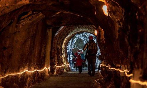 L'arrivo nella Grotta attraverso il cunicolo sotterraneo