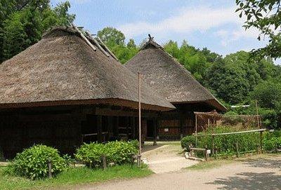 日向椎葉の民家:平家落人伝説で有名な椎葉村から移築。(国指定重要文化財)