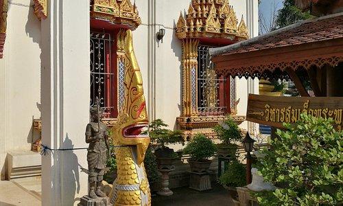 Eingang zu einer Tempelhalle