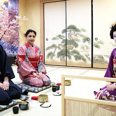 Tea ceremony Osaka leg by Geisha & Maiko