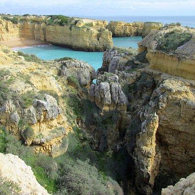 Einzigartige Küstenlandschaft bei den Wanderungen durch die Algarve