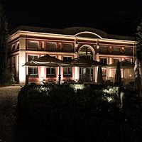 Giardino e struttura by night