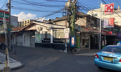Garlic Lane is in Jalan Sahadewa between Jl Padma and Jl Melasti