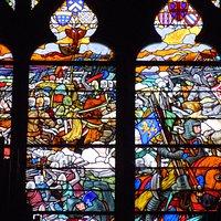 Vitrail : Mathieu II à Bouvines (au-dessus de l'orgue de tribune)