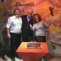 Giorgio Fornasier al ospite al Caffè Letterario con i titolari per i 60 anni di attività