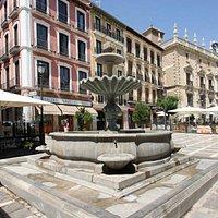 Fuente de la plaza Nueva