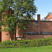 Museets bygninger, som er tegnet af kunstneren Per Kirkeby