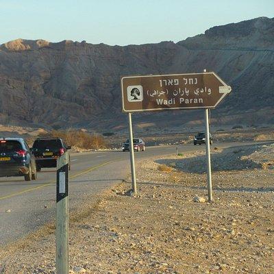 A 40-es útról a Wadi Paran táblánál kell letérni.