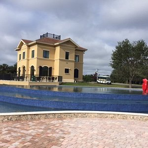 House and infinity pool
