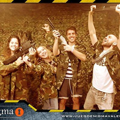 ¡Nada como la adrenalina que sienten los agentes tras la misión conseguida!